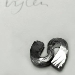 Basisvorm, gesmeed uit zilver.